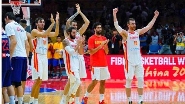 España vence a Serbia y llega a cuartos del Mundial como líder de su grupo