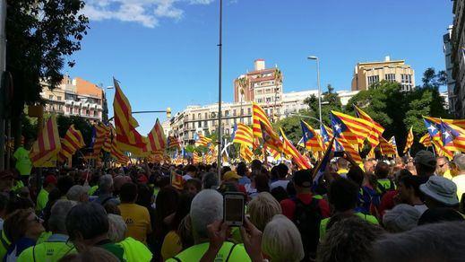 Una encuesta calienta la Diada en Cataluña