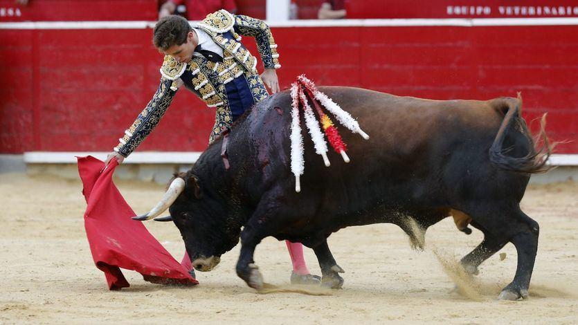 Un redondo de Ginés Marín a su primer enemigo, derl que logró una orerja.