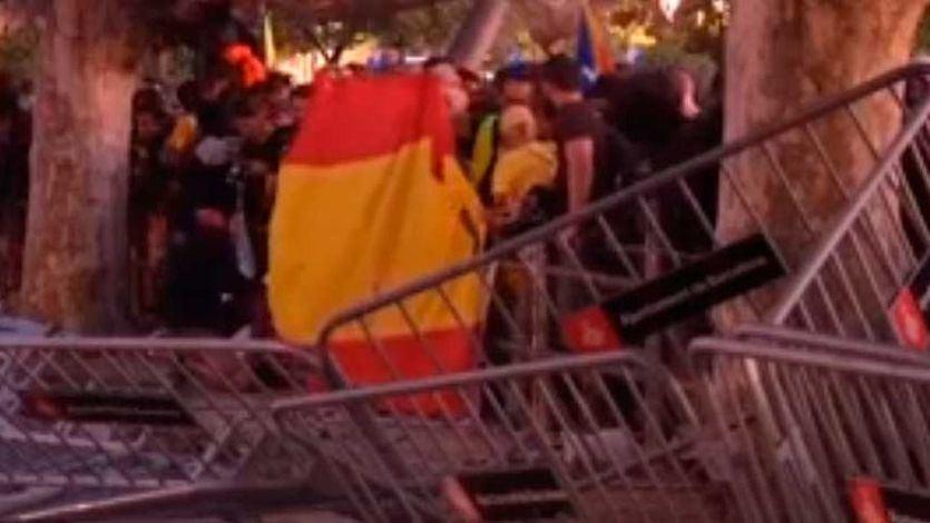 Disturbios de los CDR ante el Parlament el día de la Diada
