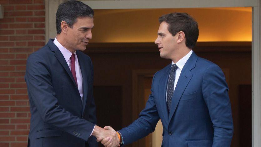 El PSOE ofrece a Cs a sentarse 'a hablar' y Rivera pide por carta una cita a Sánchez