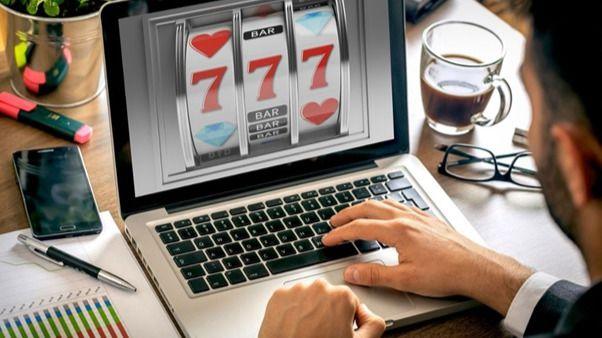 Cómo y qué tanto juegan online los españoles
