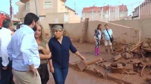 Cesan al director del 112 que fue al teatro en plena gota fría y filtran imágenes de la alcaldesa de Cartagena de copas