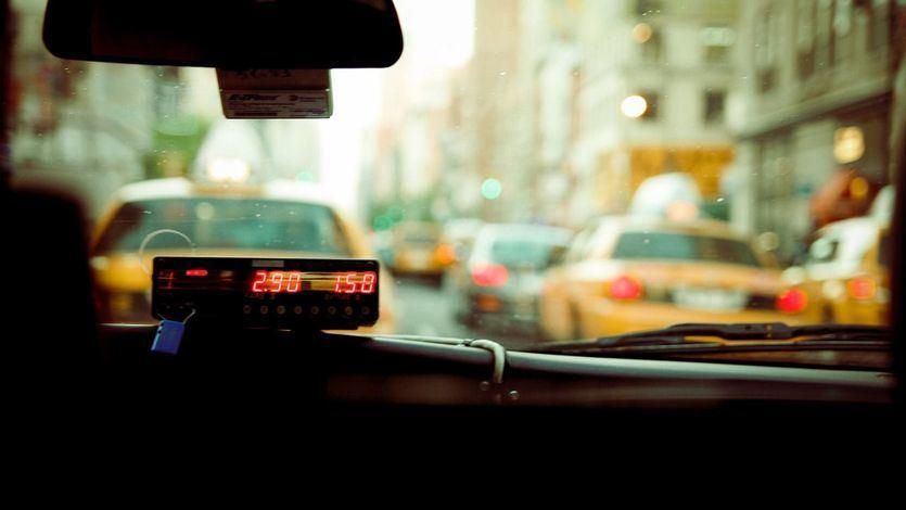 Madrid da el primer paso para que los taxis ofrezcan precios cerrados y trayectos compartidos