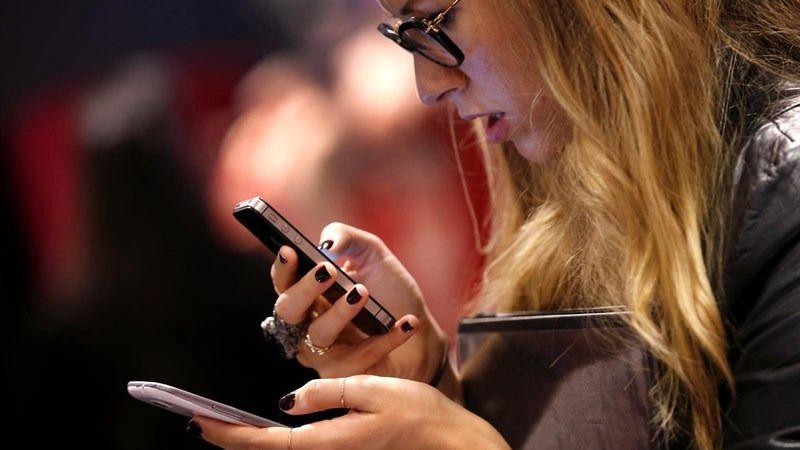 Madrid probirá los móviles en los centros educativos