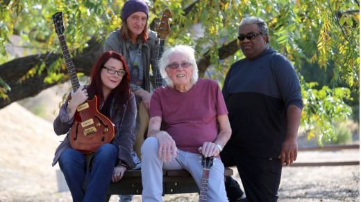 Nueva gira española del incombustible John Mayall, el rey del blues y mucho más (vídeos)