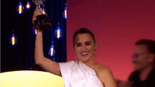 Penélope Cruz recoge el premio Donostia a su trayectoria cinematográfica