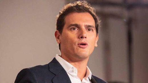 Rivera pide a PSOE y PP unirse