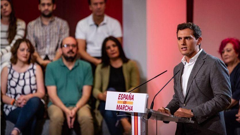 Rivera, ante las malas perspectivas para Ciudadanos, ofrece negociar con el PSOE ya sin vetos