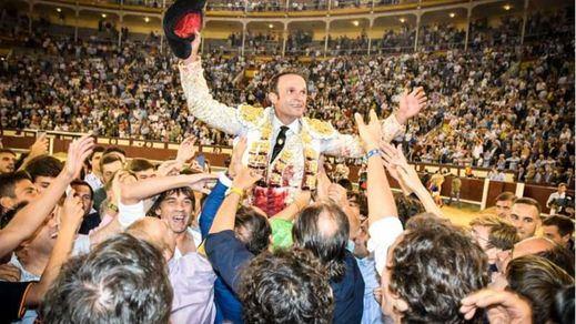 Apoteósica salida a hombros de Ferrera tras su sensacional tarde en Las Ventas.