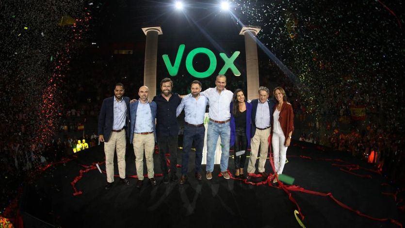 A Vox le daban por muerto, pero se mantiene o sube en las encuestas y brilla en Vistalegre