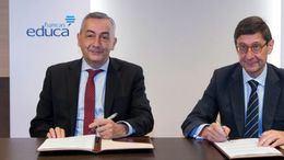 Carlos Ocaña, presidente de Funcas, a la izquierda