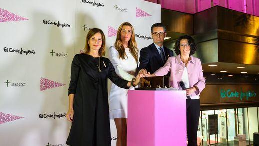 El Corte Inglés ilumina sus fachadas de rosa por el Día Mundial contra el Cáncer de Mama