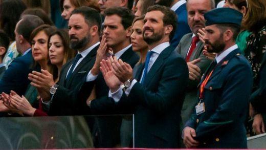 Casado, Rivera y Abascal reeditan la 'foto de Colón' en el desfile del 12-O