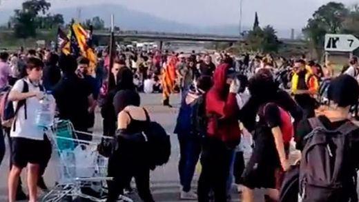 Independentistas bloquearon la AP-7 a la altura de Girona y la plaza de España en Barcelona