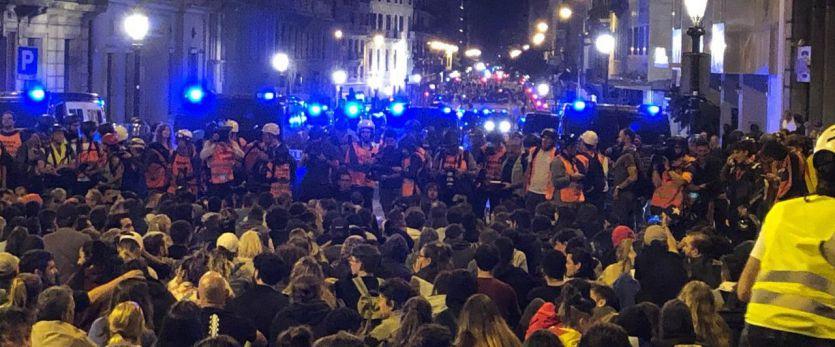 Y a la sexta noche llego la 'pau': sábado sin graves incidentes en las calles de Barcelona