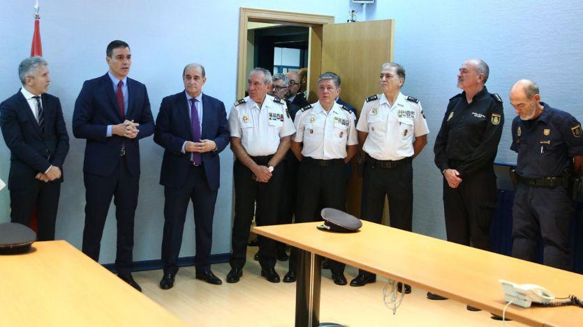 Pedro Sánchez con la Policía Nacional en Cataluña