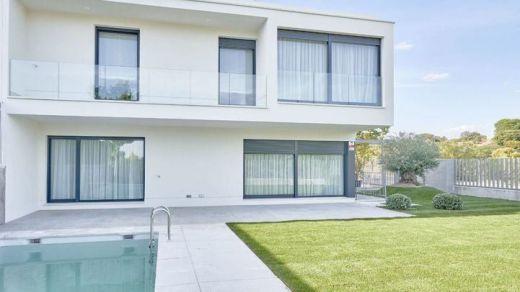 Diseño, naturaleza y calidad: así son los nuevos chalets con zonas comunes y piscina privada a 30 minutos de Madrid