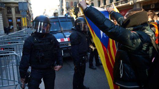 El Defensor del Pueblo en Cataluña reclama que los antidisturbios no usen pelotas de goma