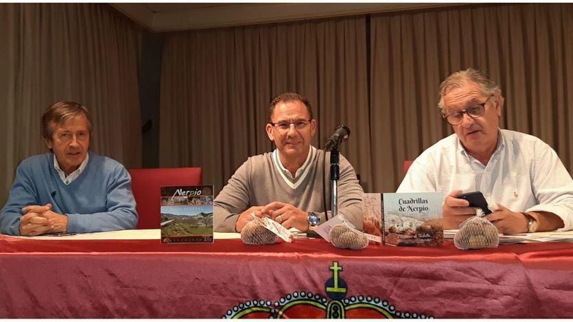 Un momento del acto con (de izquierda a derecha) Emilio Martínez, José Ángel Martínez y Patricio Morcillo