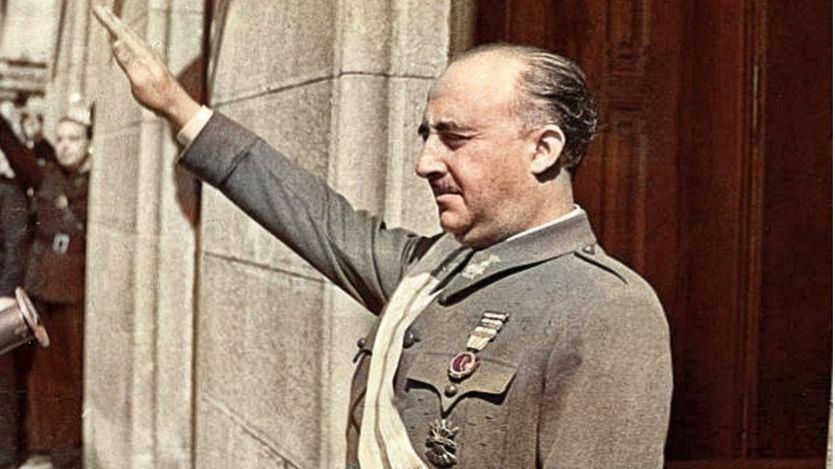 La fundación ligada a Vox difunde textos negando los 40 años de dictadura de Franco