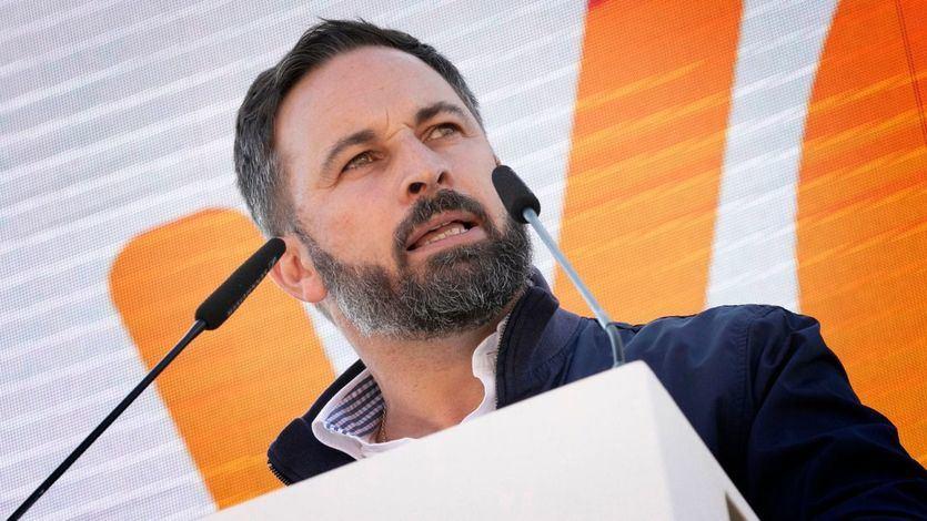 Abascal ya ejerce de aspirante a líder de la oposición y lanza un dardo a Casado