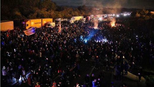 Los Mossos desalojan a los manifestantes que cortaron la AP-7 en Cataluña toda la noche