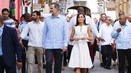 Visita histórica de los Reyes a Cuba, recibidos a gritos de