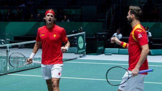 Remontada española a Rusia de madrugada en la nueva Copa Davis (2-1)