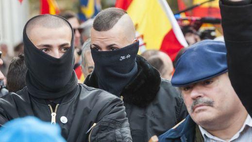 Así marchó la ultraderecha falangista por el centro de Madrid vitoreando a Franco y Primo de Rivera