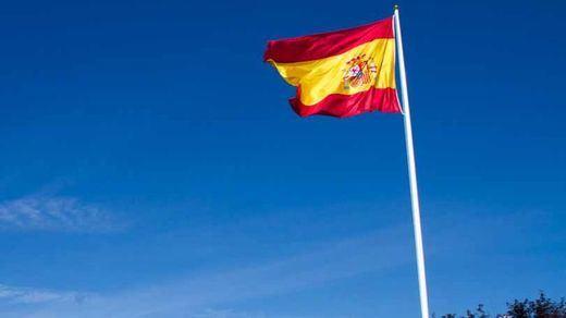 Oviedo gasta cerca de 50.000 euros en un mástil para una bandera de España gigante