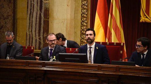La maniobra independentista en el Parlament para aprobar la resolución contra la sentencia del procés