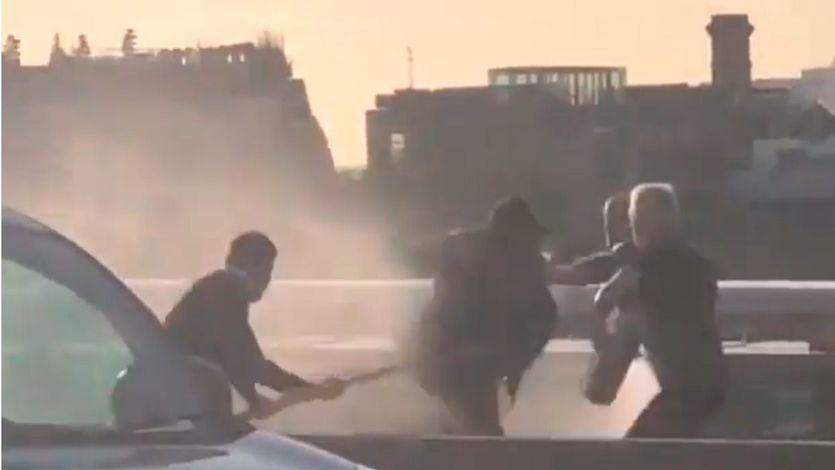 Terrorista reducido en el Puente de Londres