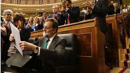 Rajoy asegura ahora en sus memorias que valoró la opción de dimitir para frenar la moción de censura