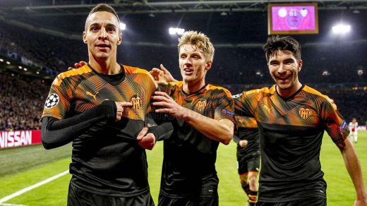 El Valencia trolea a Europa y se cuela primero de grupo por delante del Chelsea y eliminando al Ajax