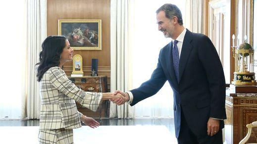 Arrimadas insiste en el acuerdo a tres pese al rechazo de Casado y Sánchez