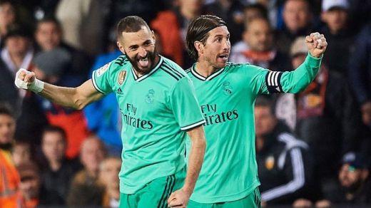 Courtois y Benzema salvan un punto en Mestalla para el Madrid en el último suspiro (1-1)