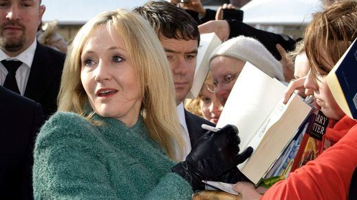 Oleada de críticas a JK Rowling por un comentario