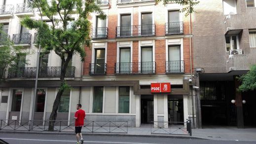 La polémica por la actuación policial contra un hombre que protestaba frente a la sede del PSOE