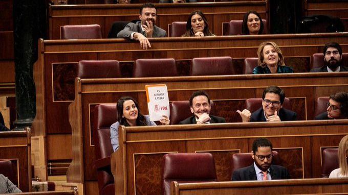 Inés Arrimadas se burla del currículum de Adriana Lastra