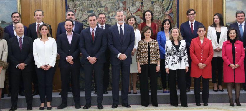 Pablo Iglesias y los ministros de Unidas Podemos juran 'lealtad al Rey' en un tenso acto de toma de cargos