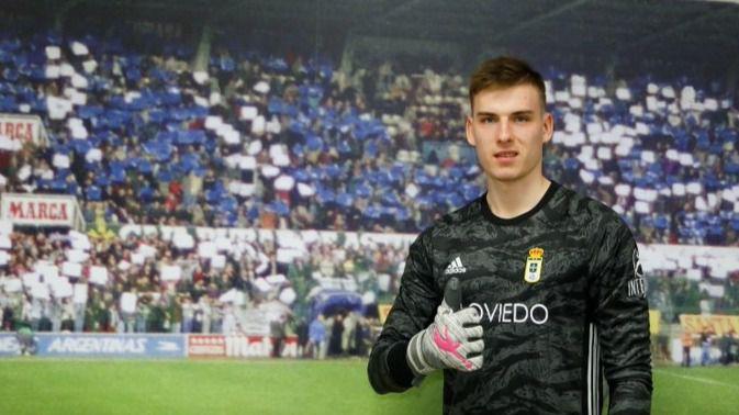 El Madrid cede a su joven promesa de la portería Lunin al Oviedo tras no jugar en el Valladolid
