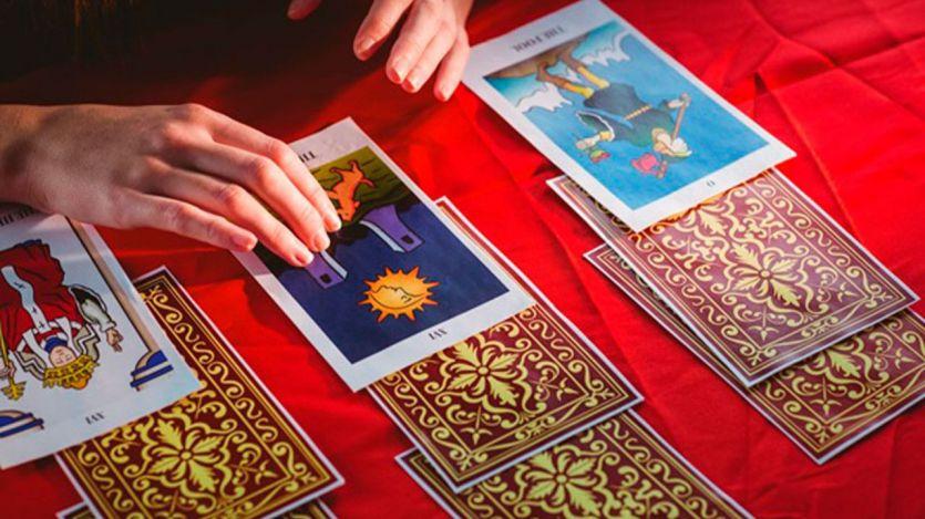 Qué es el tarot: el pasado, presente y futuro en las cartas