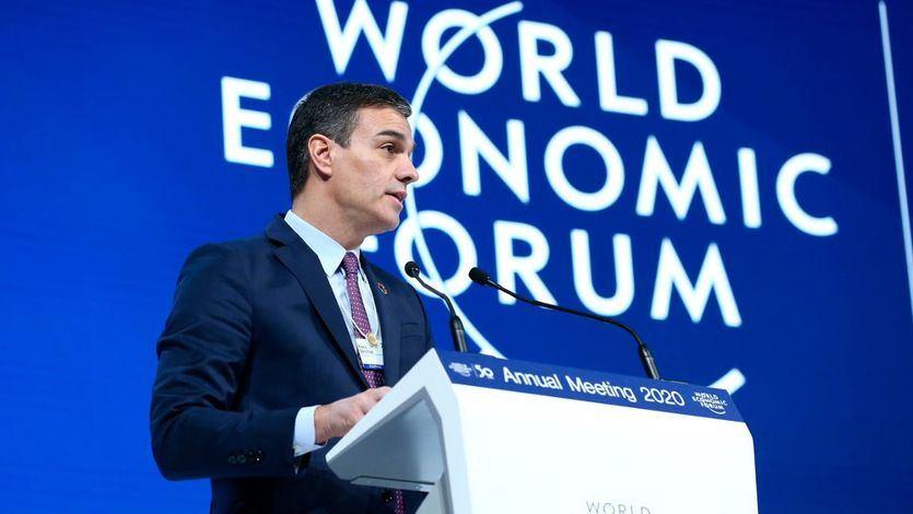 Sánchez defiende en Davos la 'justicia fiscal' para redistribuir la riqueza pero promete reducir el déficit