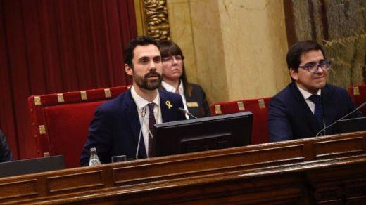 El foco mediático regresa al Parlament ante la decisión sobre la inhabilitación de Torra
