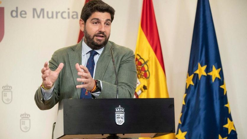 Vox se desmarca del 'renovado' pin parental en Murcia y amenaza con tumbar los presupuestos de PP y Cs