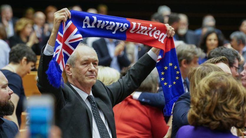 El Parlamento Europeo ratifica entre lágrimas el acuerdo del 'Brexit'
