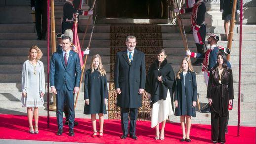 Las anécdotas de la sesión inaugural de la legislatura: no aplausos al Rey, gritos a favor del monarca...