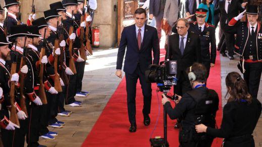 Máximos honores y gran despliegue por parte de Torra para recibir a Sánchez en el Palacio de la Generalitat