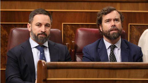 Vox estalla contra el PP por apoyar el veto socialista en las comisiones del Congreso